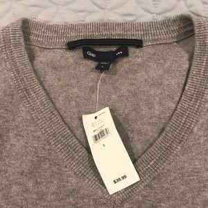 2 Men's Gap 100% Cotton Sweater Gray & Beige